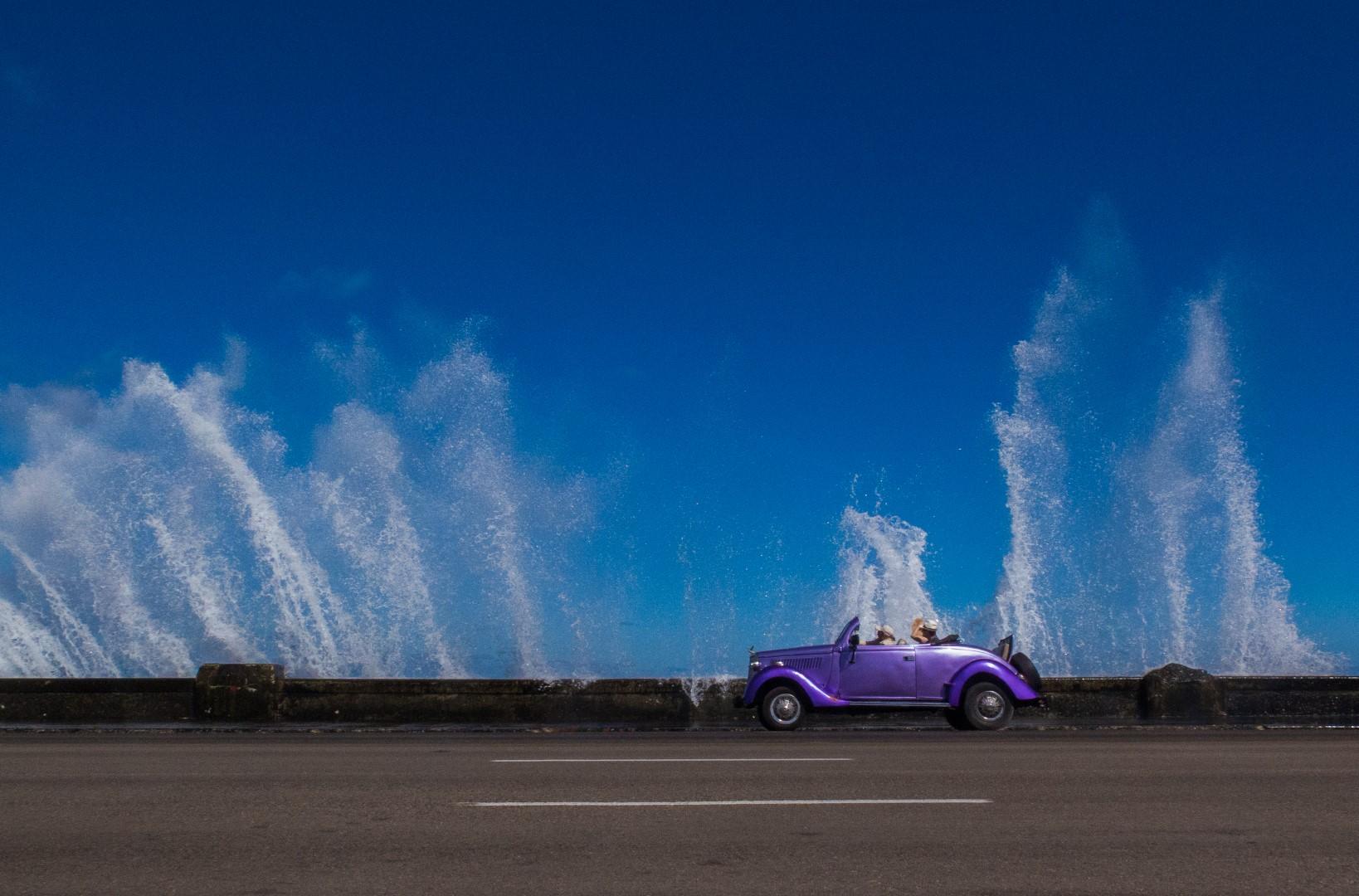 car_Cuba_Malecon